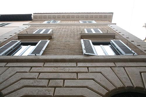 restauro vetrina roma 2